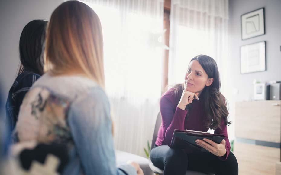 چه زمانی باید به روانشناس مراجعه کنیم؟